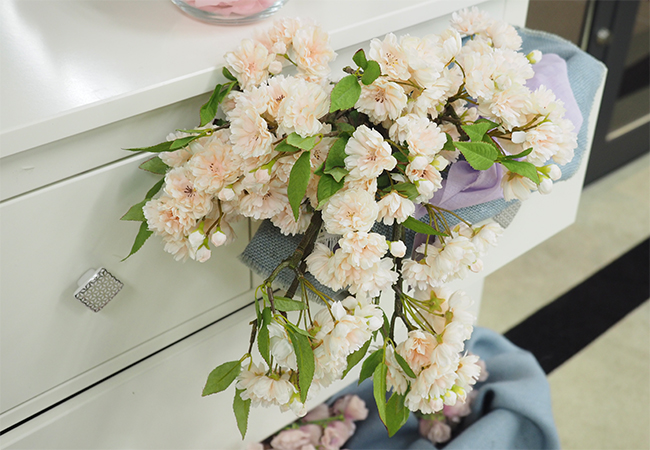 引き出しから溢れ出す花