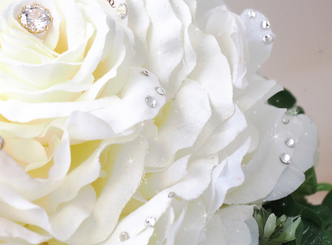 108枚のバラの花びらを使用