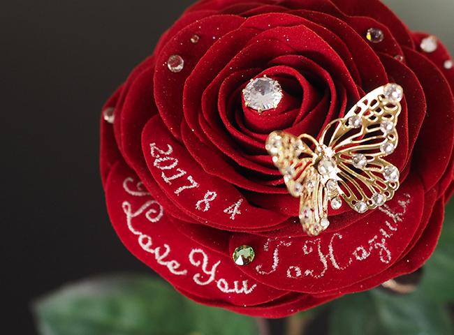 1輪の赤いバラ