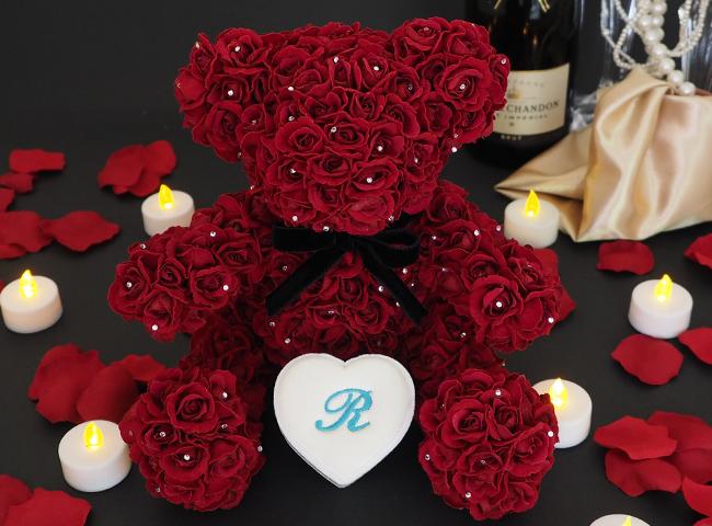 バラ製テディベアーとプロポーズボックス