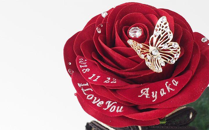 誕生日に1本の赤いバラ