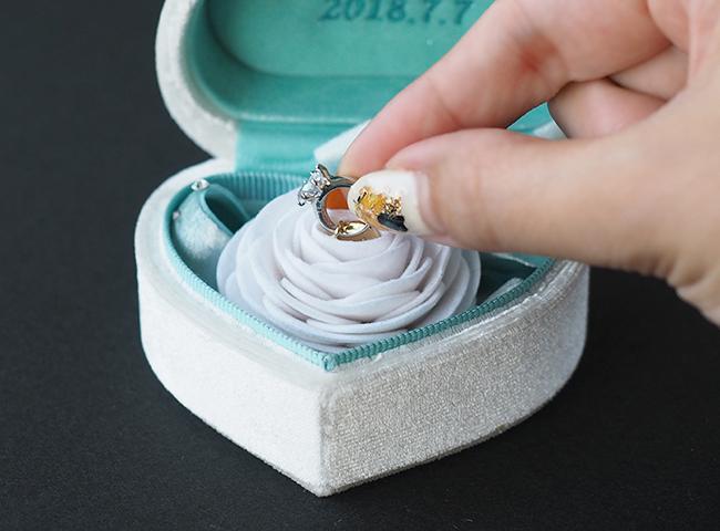 引き出し可能なフェイク指輪