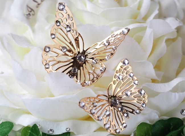 ゴールドのつがいの蝶々モチーフ