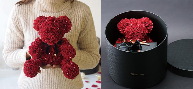 赤いバラ製のテディベア