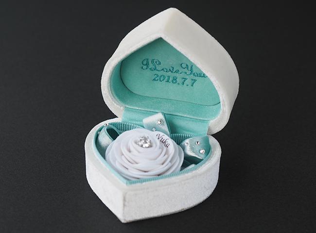 白バラの花言葉は「純潔」