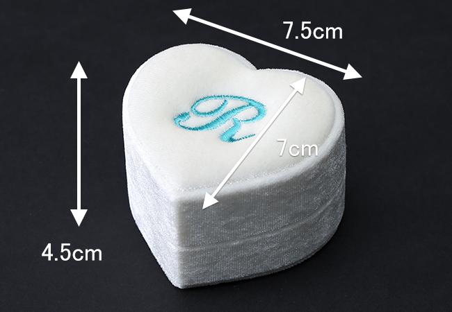 ジャケットのポケットに収まるコンパクトサイズ