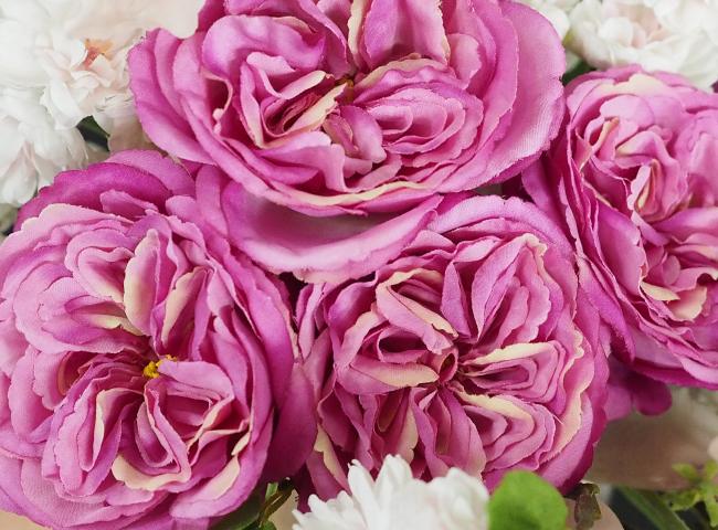 ピンク色のバラ(アートフラワー製)