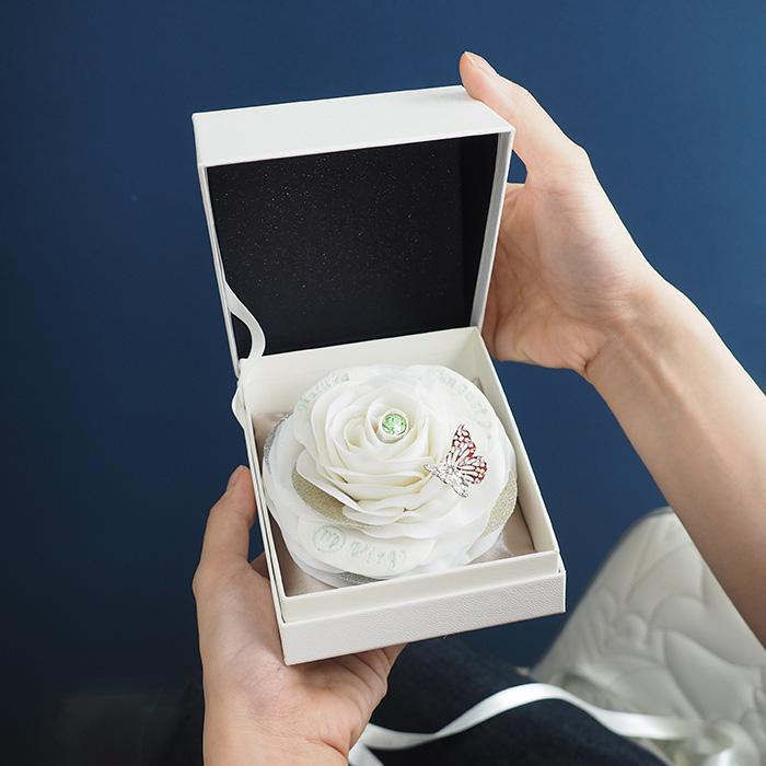白バラの誕生石ローズボックス