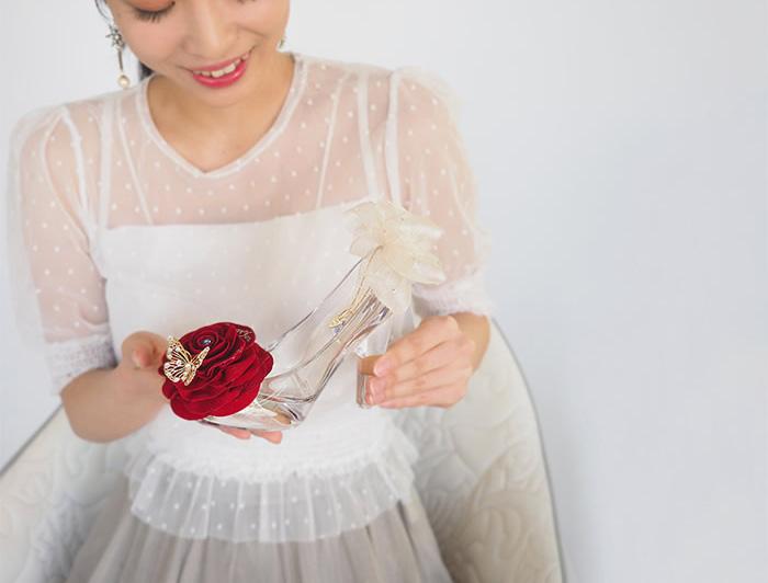赤バラのシンデレラのガラスの靴プリンセスローズ
