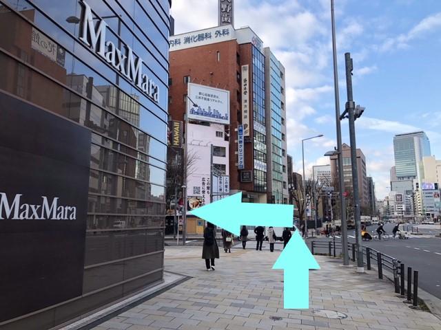 南青山五丁目の信号を左折