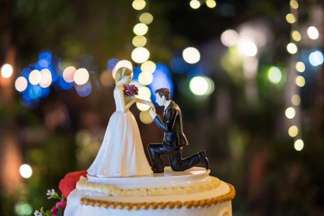 結婚式の人形
