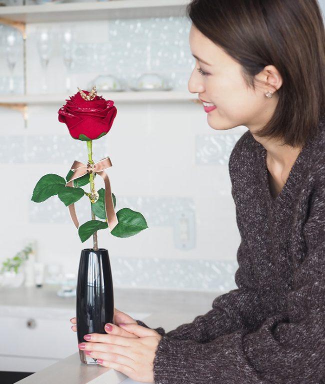 1本バラを飾る